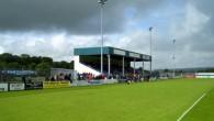 «Бридж Мидоу Стадиум» — стадион, на котором свои матчи проводит футбольный клуб «Хэверфордвест Каунти». Расположен в Уэльсе, в городе Хэверфордвест, с населением чуть больше 10 тысяч человек. Стадион располагает одной […]